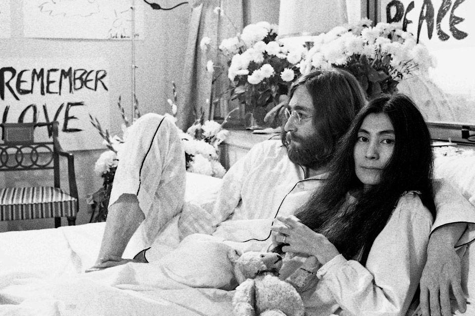 bed in John